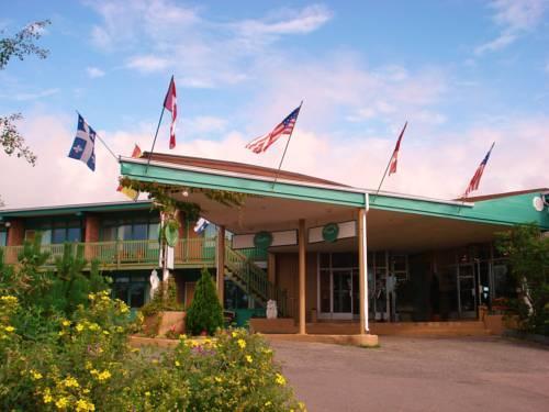 Hotel caravelle baie comeau comparez les offres for Caravelle piscine