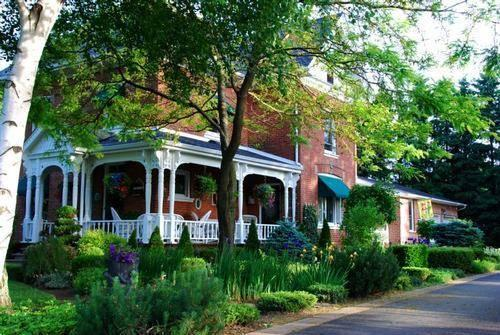 Country Doll House Bed & Breakfast