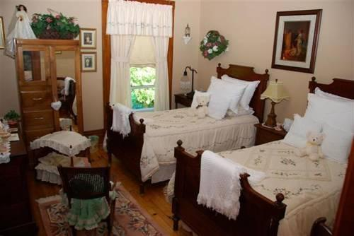 Country Doll House Bed And Breakfast Simcoe On