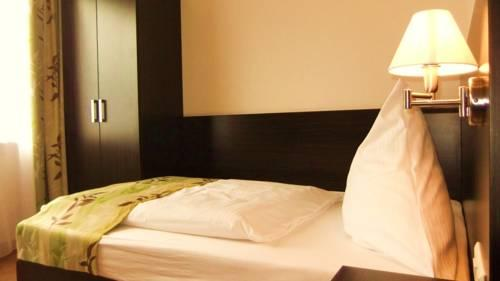 Stuttgart Airport Hotels Walking Distance