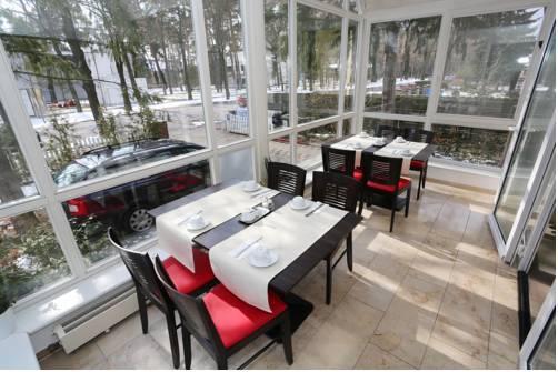 hotel 7 s ulen dessau die besten deals vergleichen. Black Bedroom Furniture Sets. Home Design Ideas