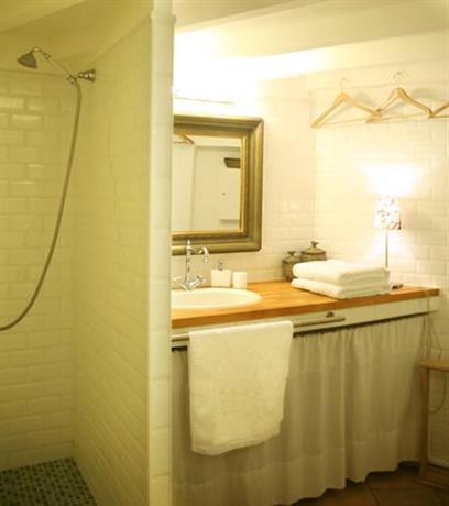 chambre d 39 autres et suite du merle blanc montpellier