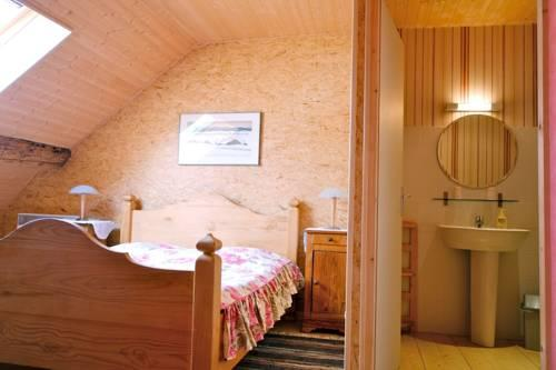Chambres d 39 hotes jeanne d 39 arc pontarlier compare deals for Chambre hote pontarlier