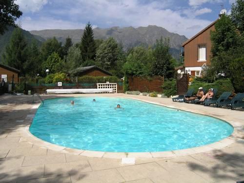 A la rencontre du soleil camping le bourg d 39 oisans for Camping la piscine bourg oisans