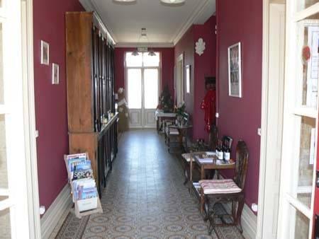 Gite a la grande maison pujols compare deals for Ashoka ala maison