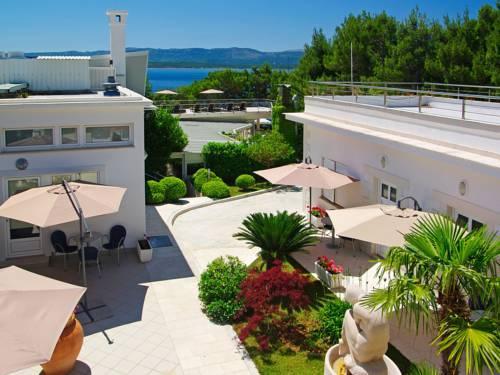 About Zlatni Rat Beach Hotel