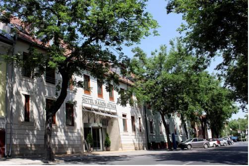 Hotel Harom Gunar