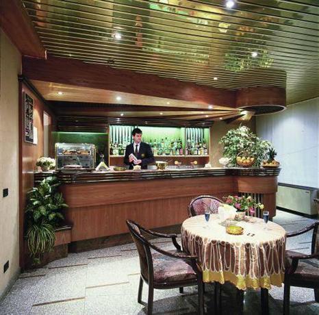 Hotel domenichino milan compare deals for Hotel domenichino milano
