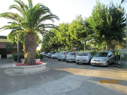 Hotel tropical ostuni compare deals for Tropical hotel ostuni