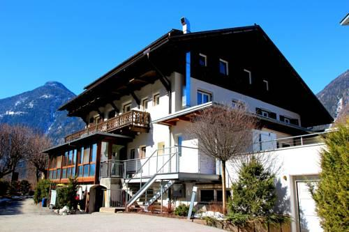 Gasthof residence brugghof campo tures compare deals for Boutique hotel gasthof brugghof