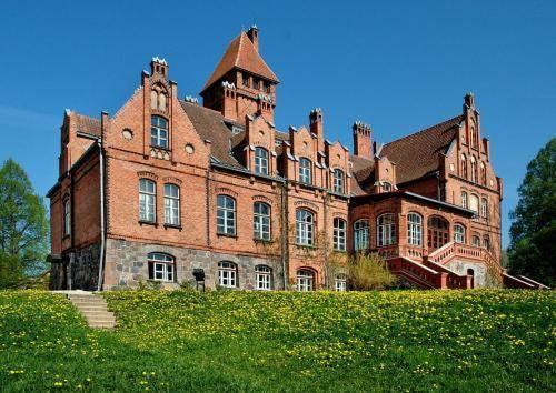 Jaunmokas Palace