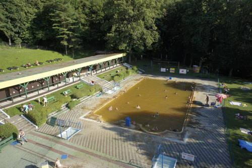Kupelny hotel palace buscador de hoteles slia eslovaquia for Jardin kupulwe