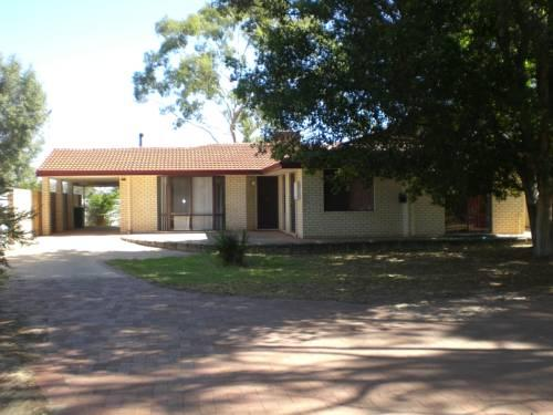 Pinjarra caravan park and cabins offerte in corso for Cabin cabin in wisconsin dells con piscina all aperto