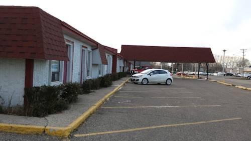 Redwood motor inn brandon compare deals for Brandon motor lodge brandon fl