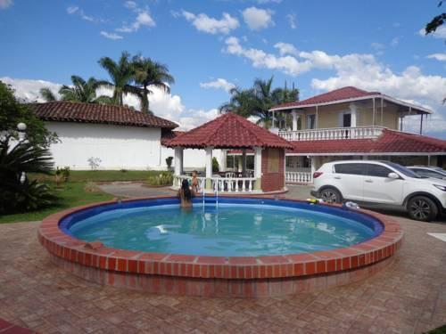 Casa campestre la colombiana montenegro compare deals for Casa colombia