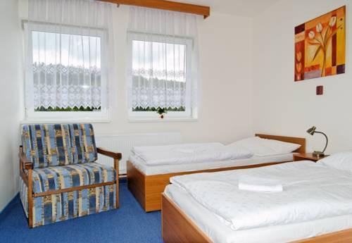 Chata Lesanka Jachymov Compare Deals : HI155318286 from www.hotelscombined.com size 500 x 345 jpeg 21kB