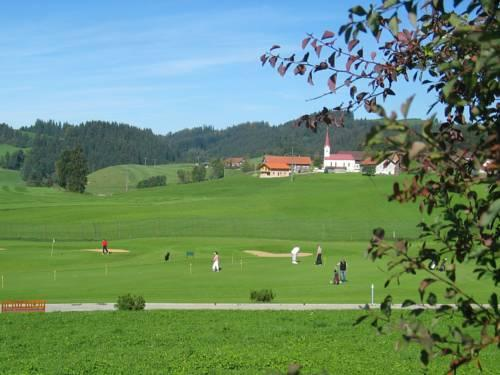 Kur und golfhotel johanneshof oberstaufen compare deals for Oberstaufen golf