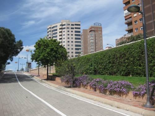 Apartamentos plaza picasso valencia compare deals for Apartamento plaza picasso