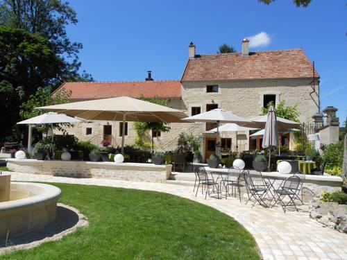 auberge cote riviere hotel is sur tille compare deals. Black Bedroom Furniture Sets. Home Design Ideas