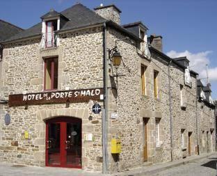 Hotel de la porte saint malo dinan compare deals for Porte de garage saint malo