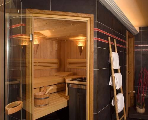 hotel de la matelote boulogne sur mer compare deals. Black Bedroom Furniture Sets. Home Design Ideas