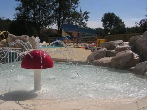 Camping les jardins de la mer merlimont compare deals for Camping le jardin de tivoli