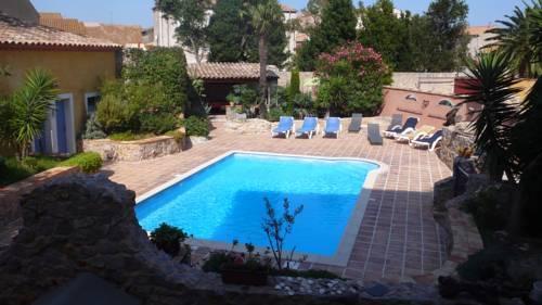 Residence jardin de palme la palme compare deals for Jardin residence