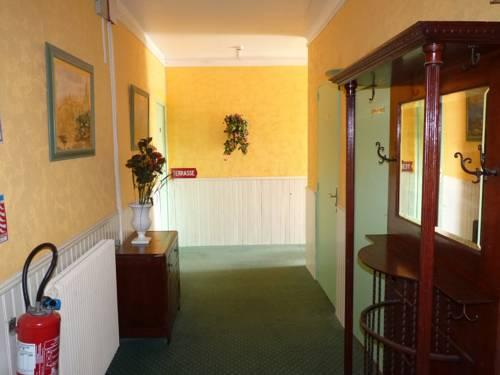hotel regina salon de provence compare deals