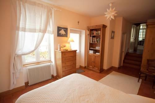 chambre d 39 hotes en charmois nuits saint georges compare deals. Black Bedroom Furniture Sets. Home Design Ideas