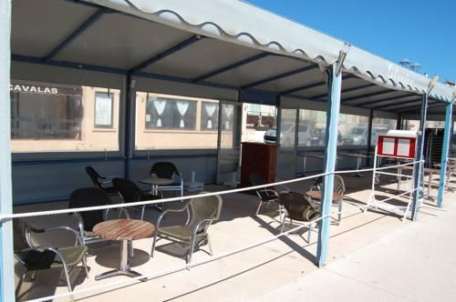 Hotel le cavalas saint mandrier sur mer compare deals for Restaurant st mandrier