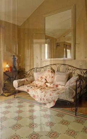 Chambres d\'Hotes Justin de Provence, Orange - Compare Deals