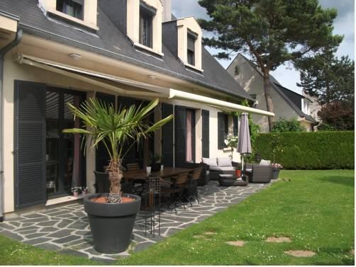 La maison d 39 euphrasie amiens compare deals for Amiens location maison