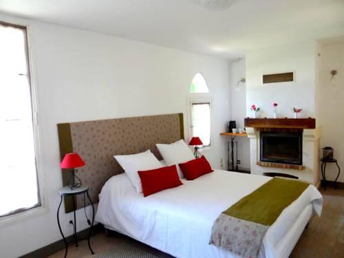 chambres d 39 hotes l 39 ostal de pombonne bergerac compare deals. Black Bedroom Furniture Sets. Home Design Ideas