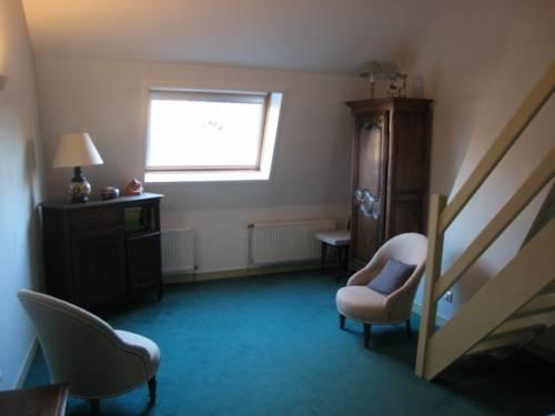 Une chambre en ville tourcoing compare deals for Bordeaux une chambre en ville