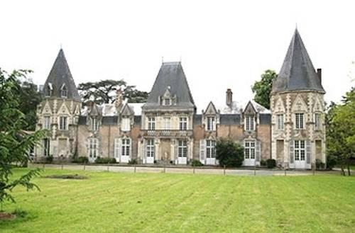 Chateau du Bois de La Noe, Bouaye Compare Deals