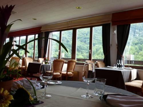 Hotel restaurant la cascade mouthier haute pierre for Restaurant la cascade