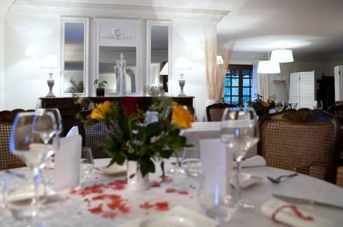 Les loges du jardin d 39 aymeric clara compare deals for Hotel du jardin menu