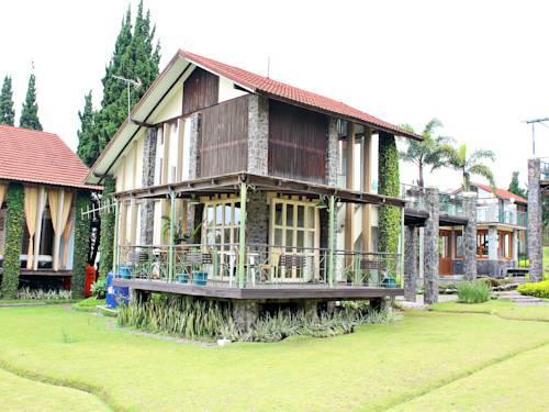 de villa villa istana bunga  puncak compare deals