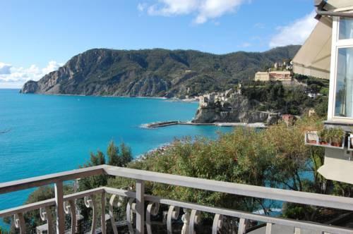 hotel porto roca monterosso al mare compare deals. Black Bedroom Furniture Sets. Home Design Ideas