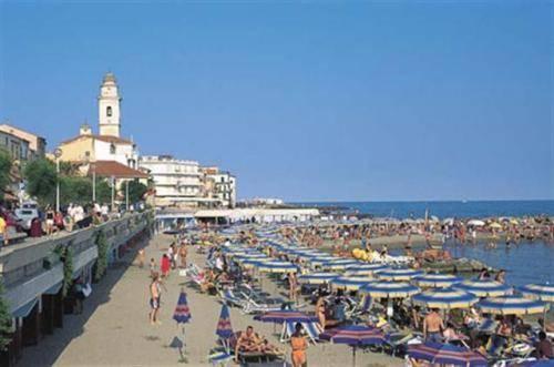 Hotel Lucciola Santo Stefano Al Mare