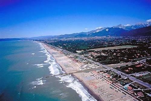 Baños Turcos Roma Horario:Marina Di Pietrasanta Beach
