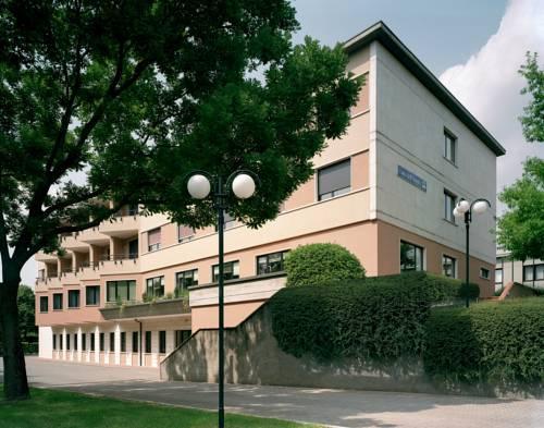 Casa dell 39 ospite brescia compare deals - Ospite in casa legge ...