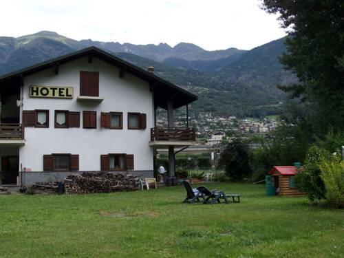 Hotel Petit Foyer Quart : Petit foyer، كوارت قارن عروض الأسعار