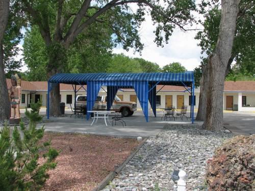 Sunrise Motor Inn Cody Compare Deals