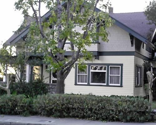 Artesia House Bed & Breakfast