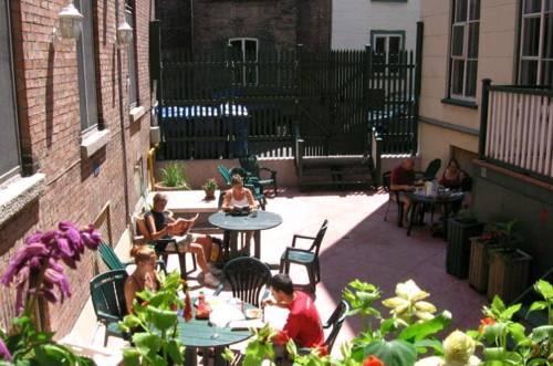 Auberge internationale de quebec quebec city canada for Auberge l autre jardin quebec canada