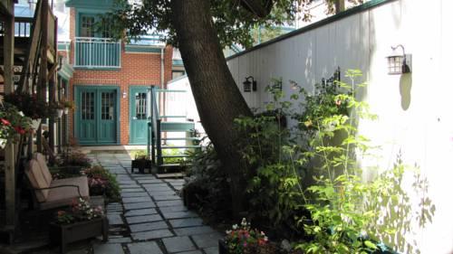hotel maison ste ursule quebec city compare deals. Black Bedroom Furniture Sets. Home Design Ideas