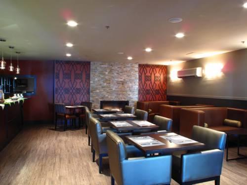 Lunenburg arms hotel spa compare deals for Salon armes