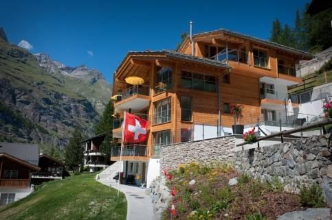 Chalet nepomuk hotels zermatt for Piscine zermatt