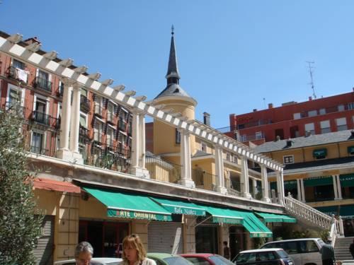 Apartamentos puerta del sol rastro madrid compare deals for Puerta del sol apartamentos